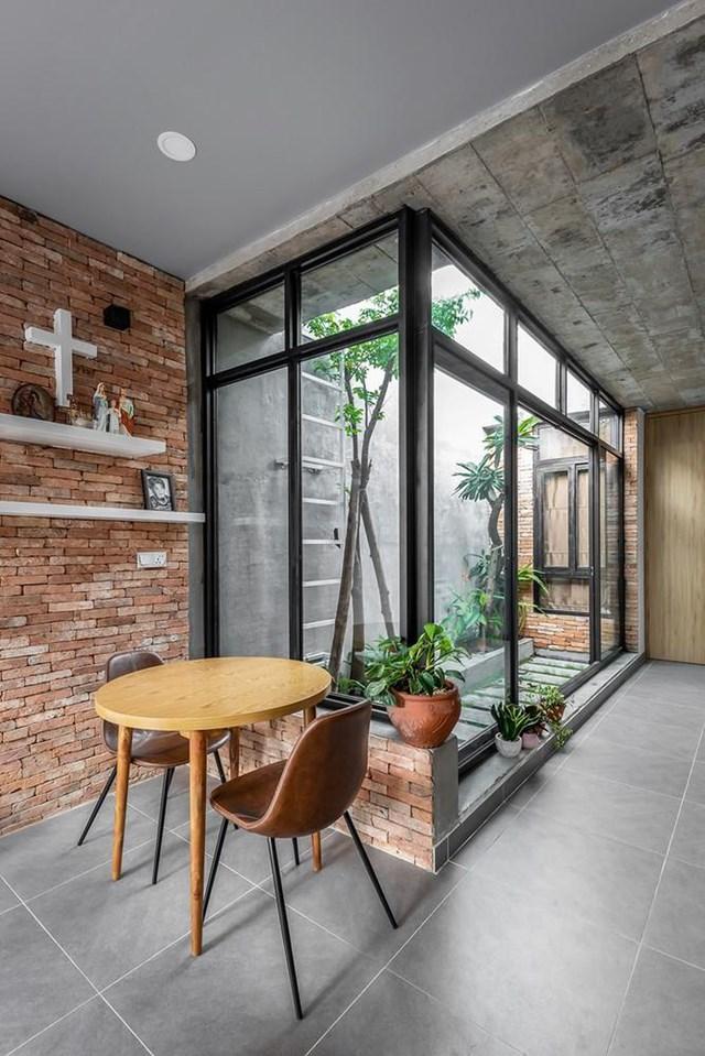 Để đáp ứng nhu cầu trên, kiến trúc sư đã thiết kế ngôi nhà với 3 không gian xanh độc đáo.