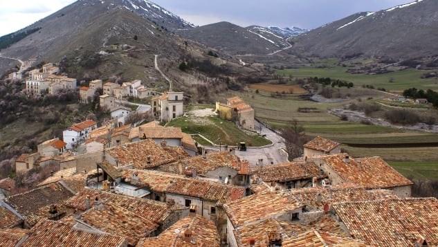 Ngôi làng Italy trả tiền cho người đến ở - Ảnh 1