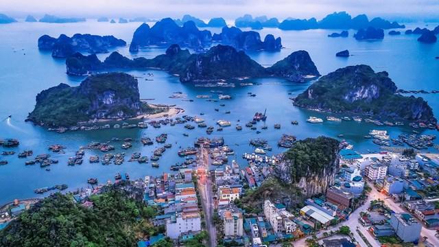 Quảng Ninh đã huy động hơn 60.000 tỷ đồng để đầu tư hạ tầng nhằm phát triển Vân Đồn thành khu kinh tế đa ngành, đa lĩnh vực.