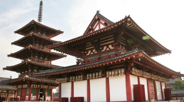 Ngôi chùa Phật giáo Shitenno-ji ở Osaka được xây dựng vào thế kỷ thứ VI (Ảnh Nikkei)
