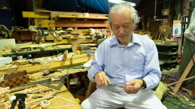 Shigeo Kiuchi đứng đầu Kiuchi Gumi, một trong tám nhóm thợ mộc làm việc cho Kongo Gumi. (Ảnh do Kyosuke Ogame cung cấp)