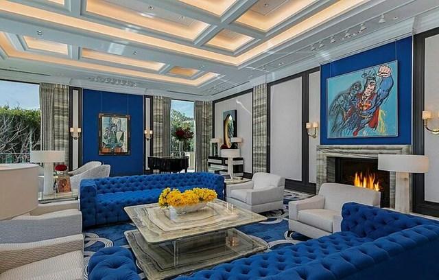 Không gian phòng khách trong siêu biệt thự. Ảnh:James Bartchs/Hilton & Hyland.