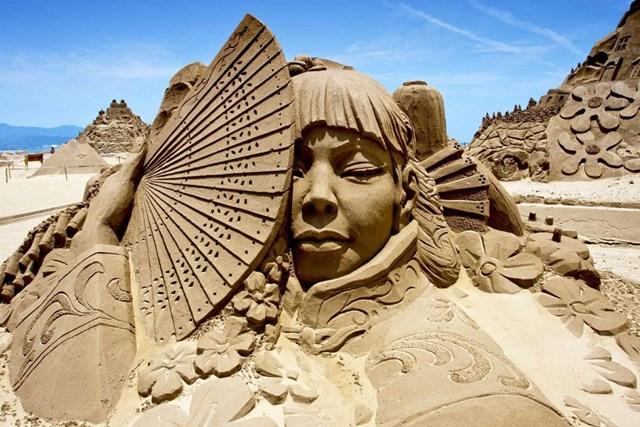 Hình ảnh về tác phẩm điêu khắc cát được trưng bày tại Lễ hội điêu khắc cát năm 2011 ở bãi biển Phúc Long, Đài Loan, Trung Quốc.