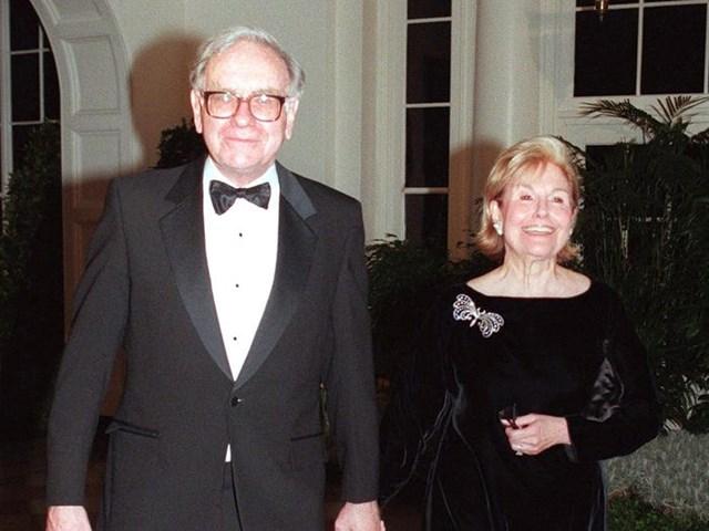 Vợ đầu của tỷ phú đầu tư Warren Buffett là ca sĩ.(Ảnh:Getty)