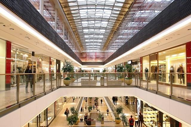 Trung tâm thương mại đang dần chiếm một vị trí không thể thay thế đối với người dân Việt Nam nói riêng và châu Á nói chung