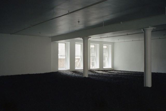 Căn phòng Trái đất. Ban đầu, căn phòng có đèn điện chiếu sáng phía trên, nhưng Dilworth có thói quen tắt chúng đi, vì ánh sáng tự nhiên khiến du khách nán lại lâu hơn. Ảnh:Widewalls