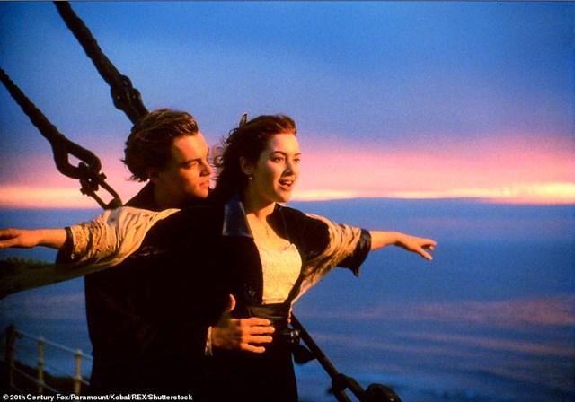 """""""Chuyến thám hiểm đầu tiên này là sự kiện quan trọng không chỉ hỗ trợ việc theo dõi tốc độ phân hủy của xác con tàu mà còn bảo tồn câu chuyện lịch sử về Titanic với thế hệ tương lai"""", công ty OceanGate Expeditions khẳng định.Trước đó, công ty này đã lên kế hoạch đưa du khách thám hiểm xác tàu Titanic vào năm 2018 và 2019 nhưng đều chưa thực hiện được do nhiều sự cố xảy ra."""