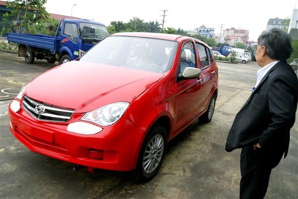 Khi mới 50 tuổi, đang giữ hàm Vụ trưởng tại Bộ Giao thông vận tải, ông Huyên viết đơn xin nghỉ hưu sớm để ra ngoài lập doanh nghiệp tư nhân, quyết tâm sản xuất ô tô.