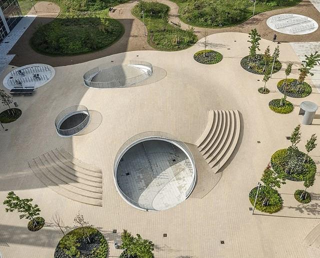 Quảng trường Karen Blixen Plads ở Copenhagen, Đan Mạch giành chiến thắng ở hạng mục Dự án có cảnh quan tốt nhất. Đây là một trong những quảng trường công cộng lớn nhất ở Đan Mạch với thiết kế đa chức năng vừa thúc đẩy giao thông xanh vừa thích ứng với biến đổi khí hậu và đa dạng sinh học.