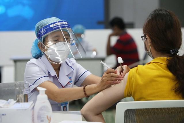 Đã có 97% người dân Thủ đô đã được tiêm vắc xin Covid-19 ít nhất 1 mũi. Ảnh Bộ Y tế