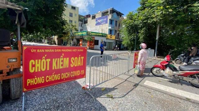 Hà Nội phong tỏa khu vực tổ 4, phường Việt Hưng sau khi phát hiện ca nhiễm Covid-19 tại đây. Ảnh ST