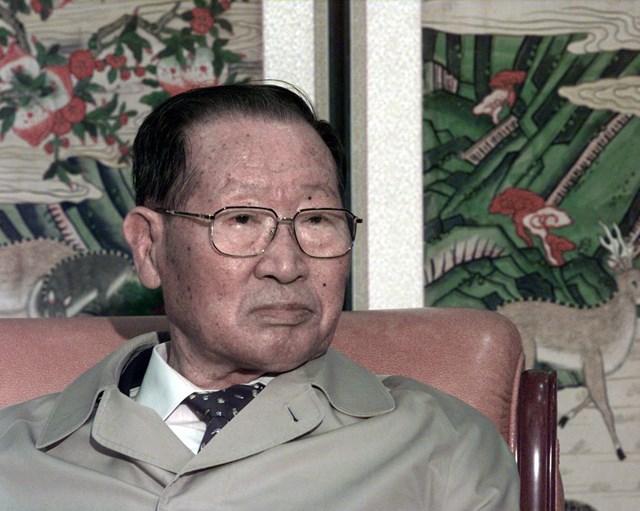 """Cậu bé nông dân chưa học hết lớp 6 tạo dựng """"đế chế"""" Hyundai, từng ăn trộm tiền của cha để khởi nghiệp - Ảnh 2"""