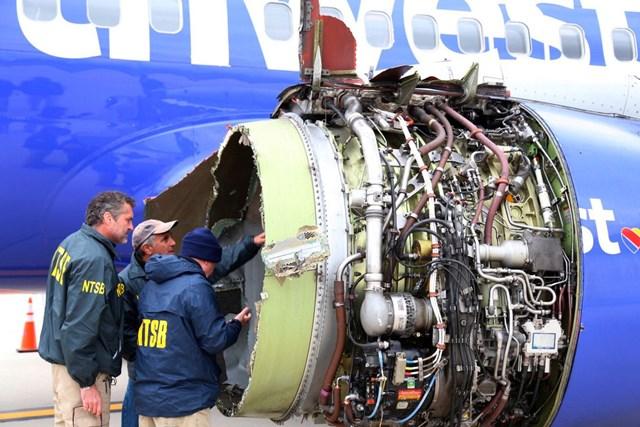 Điều tra viên của Chính phủ Mỹ kiểm tra động cơ chiếc máy bay củaSouthwest Airlines sau vụ tai nạn năm 2018 khiến một hành khách tử vong. Đây là ca tử vong do tai nạn máy bay đầu tiên tại Mỹ trong vòng 12 năm