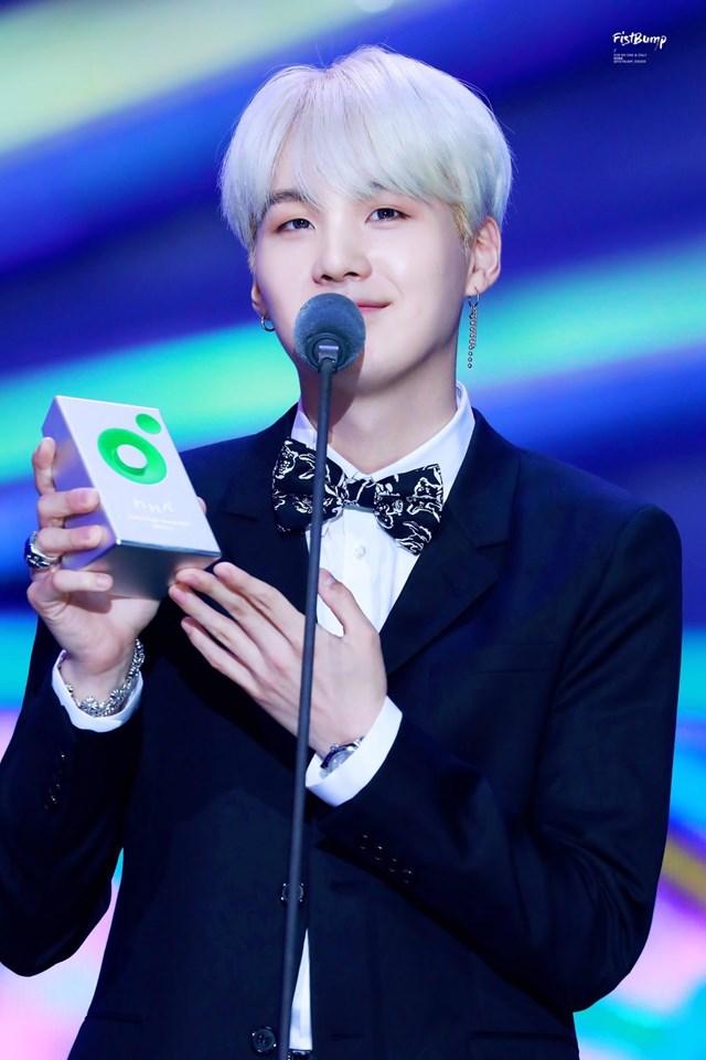 Suga nhận nhiều giải thưởng tại Hàn Quốc trong vai trò nhà sản xuất âm nhạc. Ảnh: Twitter