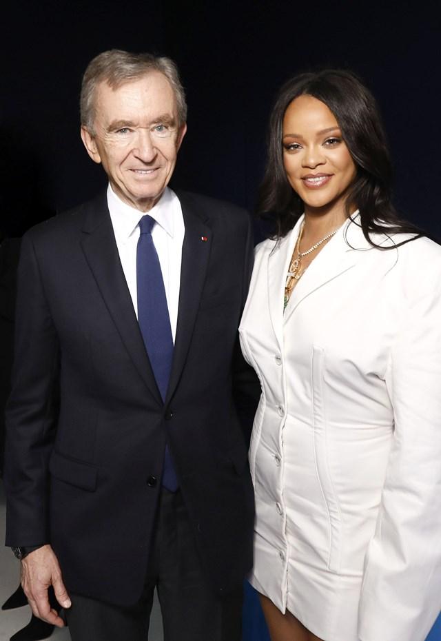 Rihanna cùng tỷ phúBernard Arnault - người đứng đầu LVMH. Ảnh: The Fashion Network.