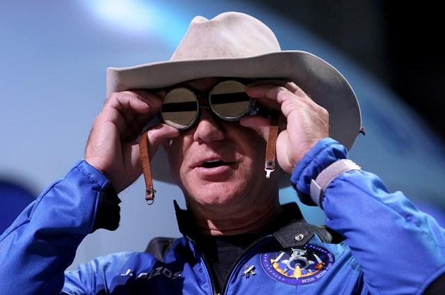 Tỷ phú Jeff Bezos vừa có bước tiến quan trọng trong ngành hàng không vũ trụ khi đích thân ông thực hiện một chuyến bay lên vũ trụ hồi cuối tháng 7.