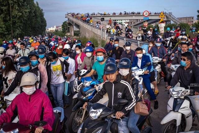 Sự xuất hiện của nhiều nhà máy ở Bắc Giang đã khiến cuộc sống người dân nơi đây trở nên tốt hơn. Ảnh: Bloomberg