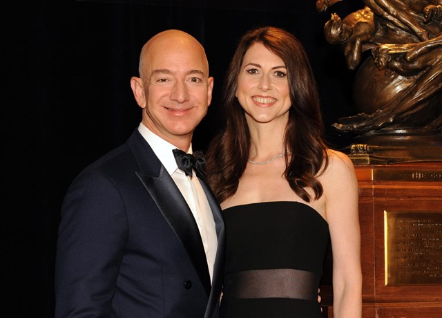 Bà MacKenzie Scott và người chồng cũ Jeff Bezos