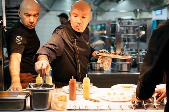 Hai bếp trưởng song sinh người Pháp: Jacques và Laurent Pourcel. Ảnh: Internet