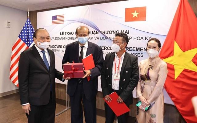Chủ tịch nước Nguyễn Xuân Phúchoan nghênhTập đoàn Quantum, liên danh SGT-KBC đã có những thỏa thuận hợp tác triển khai nhiều dự án đầu tư quy mô lớn tại Việt Nam. Nguồn: SGT