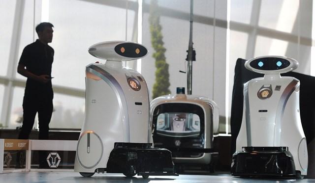 Người máy dọn phòng trong một khách sạn ở Singapore. Ngành du lịch và khách sạn được xem là hưởng lợi nhiều nhất khi ứng dụng công nghệ AI.
