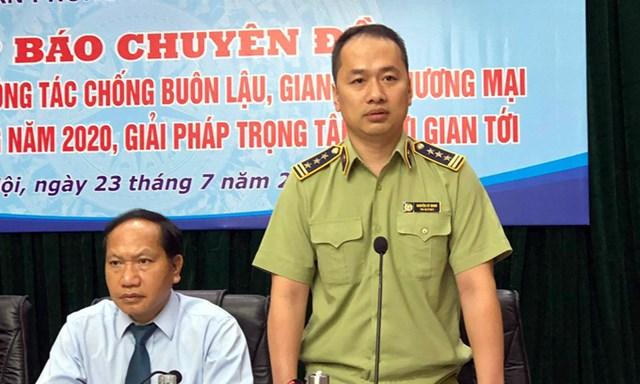 Ông Nguyễn Kỳ Minh (phải) cung cấp thông tin tại họp báo về công tác chống buôn lậu, gian lận thương mại của Ban chỉ đạo 389 quốc gia hôm 23/7