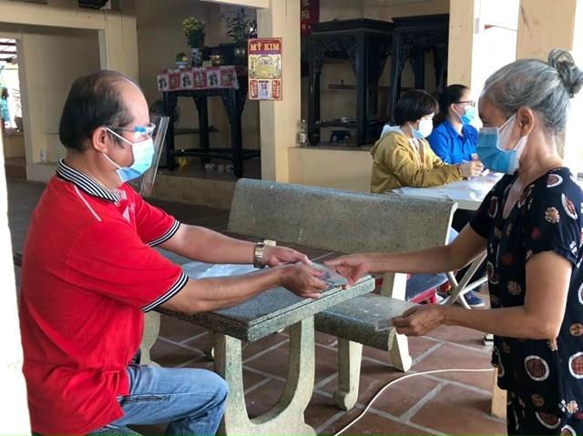 Hơn 365.000 lao động tự do ở TP HCM đã nhận hỗ trợ do tác động của dịch Covid-19 - Ảnh 1