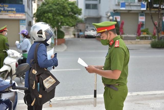TP Hà Nội xử phạt hơn 12.500 trường hợp, thu hơn 19 tỷ đồng trong 2 tuần thực hiện giãn cách xã hội - Ảnh 1