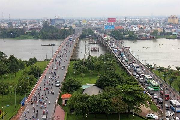 Do dự án cầu đường Bình Triệu 2 chậm thực hiện nên kẹt xe thường xuyên xảy ra trên cầu Bình Triệu