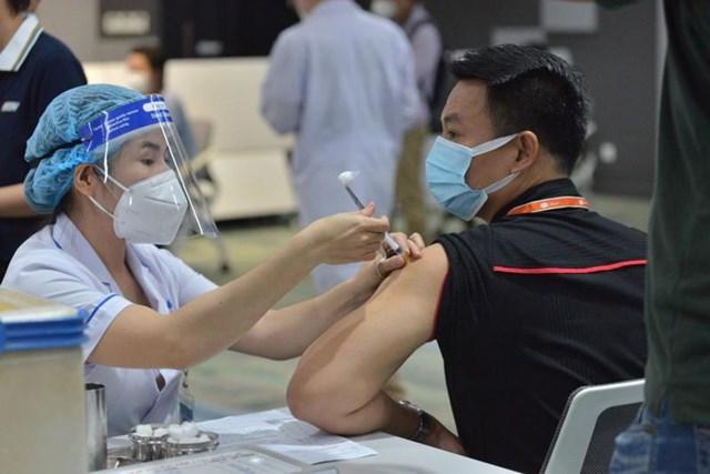 Cả nước đã tiêm được hơn 35 triệu liều vắc xin phòng Covid-19 - Ảnh 1