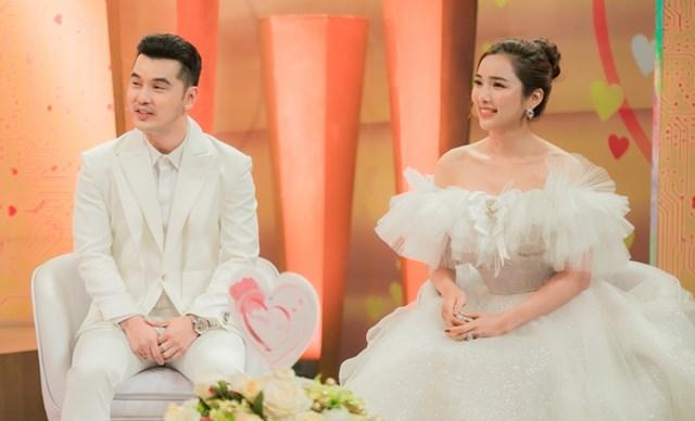 Vợ chồng Ưng Hoàng Phúc - Kim Cương nên duyên sau lần đóng chung MV ca nhạc.
