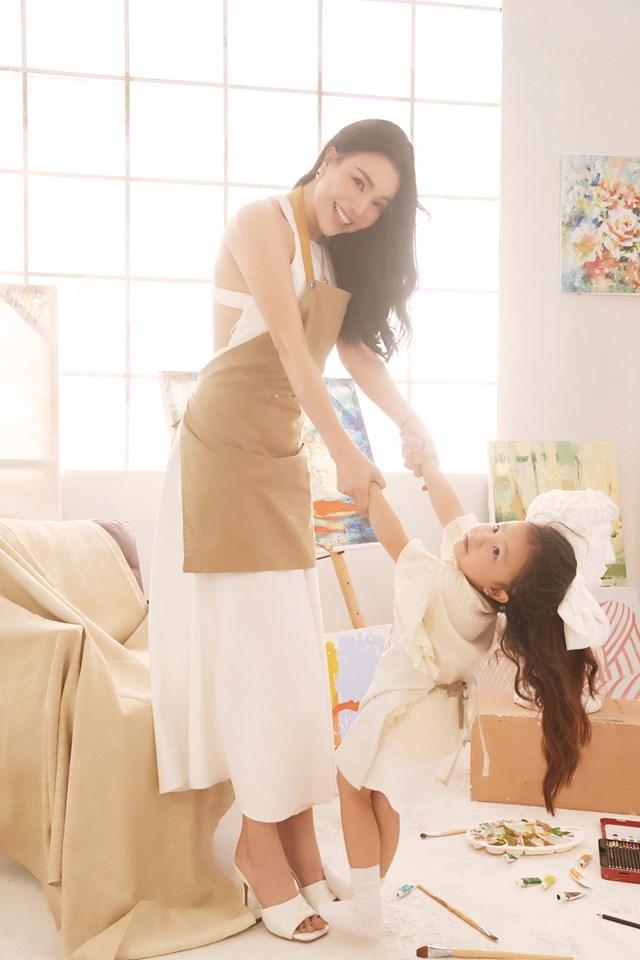 Nhân dịp chào mừng ngày đặc biệt dành cho thiếu nhi, Trà Ngọc Hằng đã lên kế hoạch cùng con thực hiện bộ ảnh kỷ niệm.