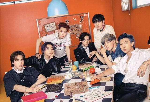 BTS là nghệ sĩ duy nhất đạt được hơn 1 triệu bản tiêu thụ trong ngày đầu tiên phát hành album.