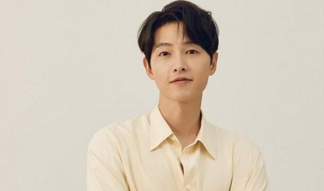 Song Joong Ki điển trai, giàu có và nổi tiếng ở tuổi 35.