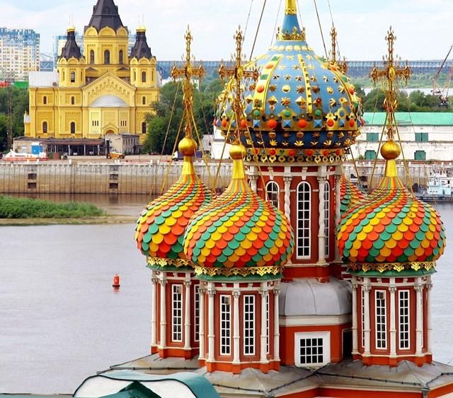 Phần mái nhiều màu sắc củaStroganov Church. Ảnh: Pinterest.