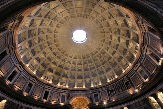Mái vòm khổng lồ trongđền Pantheon