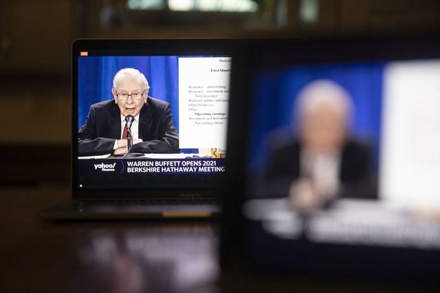Warren Buffett đã phản đối hai đề xuất của cổ đông và cho rằng nó đi ngược lại khái niệm tự chủ mà công ty xây dựng. Ảnh: Bloomberg News