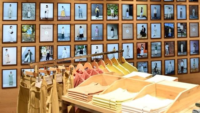 Cửa hàng Uniqlo ở quận Harajuku, Tokyo với hơn 200 màn hình hiển thị giúp khách hàng dễ dàng hơn trong việc mua sắm.