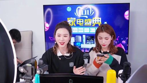Hàng loạt chiêu trò được những người phát trực tiếp áp dụng để tăng tương tác cho livestream của mình