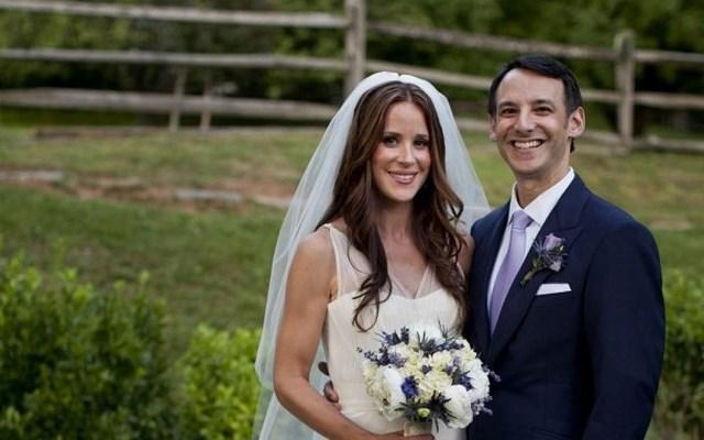 Ashley có cuộc hôn nhân kín tiếng vớibác sĩ phẫu thuật thẩm mỹHoward Krein