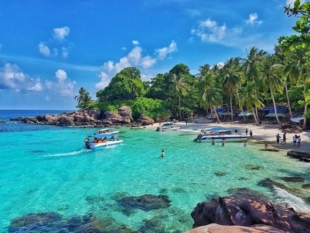 Phú Quốc sở hữu bãi biển cát trắng dài cùng khu dự trữ sinh quyển được UNESCO công nhận.
