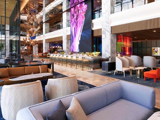 Mondrian Seoul Itaewon. Mở cửa vào mua thu năm nay, đây là khách sạn Mondrian đầu tiên tại khu vực châu Á Thái Bình Dương của tập đoàn Accor. Khách sạn có 296 phòng và suite được tái thiết kế bởi Asylum, nhóm chuyên gia thiết kế nội thất nổi tiếng tại Singapore.