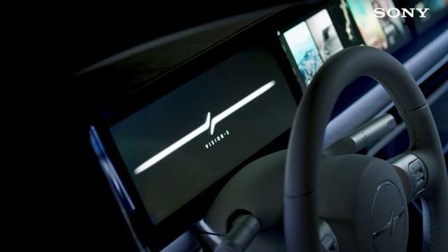 Màn hình Panorama kéo dài cùng hệ thống loa vòng được Sony trang bị trên Vision-S.