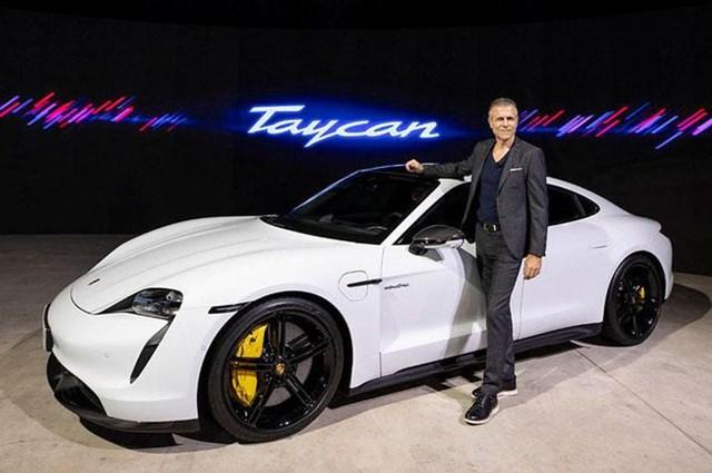 """Chiếc """"siêu xe"""" chạy điện Porsche Taycan Turbo S đã """"chào sân"""" Việt Nam qua sự kiện trực tuyến."""