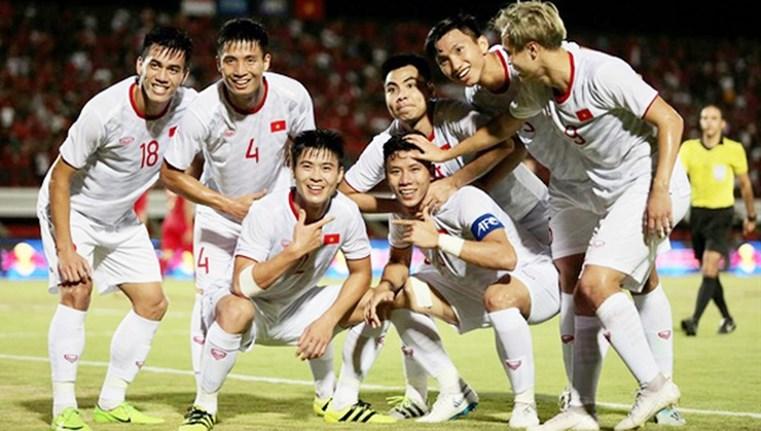 ĐT Việt Nam thăng hạng trên thế giới - Ảnh 1