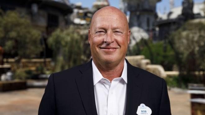 CEO hãng phim Disney Bob Iger bất ngờ từ chức, CEO thay thế mới là ai? - Ảnh 1