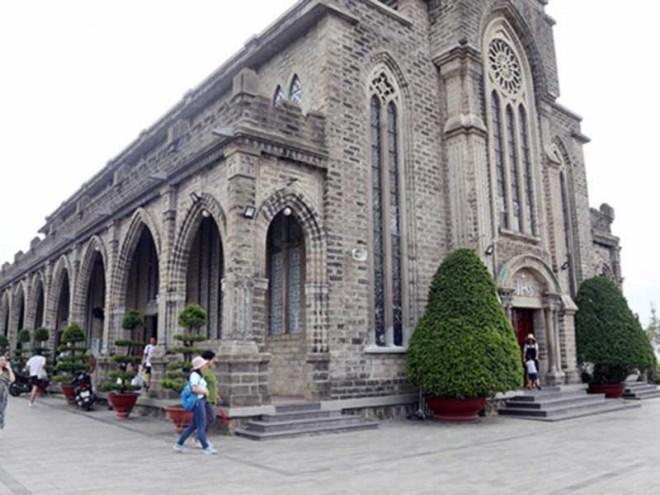 Nhà thờ đá Nha Trang đề xuất thu phí khách nước ngoài - Ảnh 1