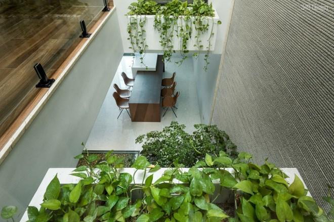 Ngôi nhà ống hai tầng rưỡi độc, lạ ở Quảng Ninh - Ảnh 9