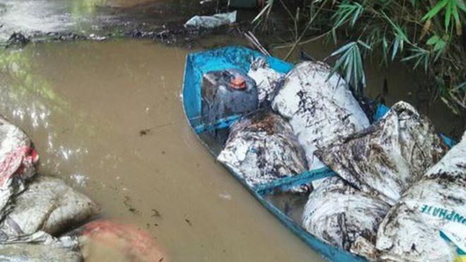 Đề nghị tỉnh Hòa Bình làm rõ, xử nghiêm vụ đổ dầu thải đầu nguồn nước sạch Hà Nội - Ảnh 1