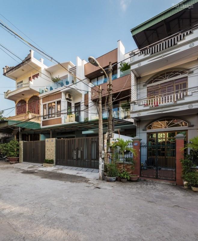 Ngôi nhà ống hai tầng rưỡi độc, lạ ở Quảng Ninh - Ảnh 2